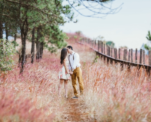 What To Wear For Engagement Photos | The Invitations Maker